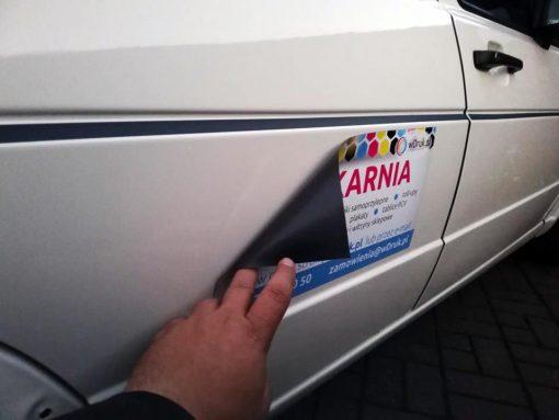 reklama magnetyczna na samochód